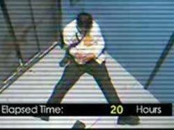 В Интернете появился ролик-пародия о мужчине, просидевшем в лифте 41 час