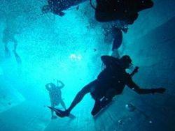 Необычный бассейн глубиной 33 метра