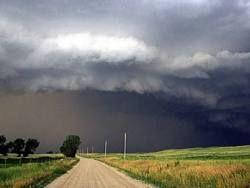 Торнадо сбросил с рельсов поезд в Небраске