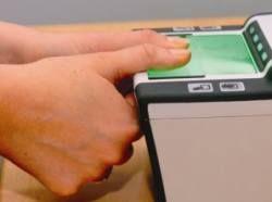 В магазинах можно будет оплатить покупки при помощи отпечатков пальцев