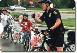 Бензиновый кризис пересаживает полицейских США с машин на велосипеды