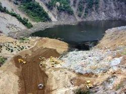Китайцы построили на опасной запруде отводной канал