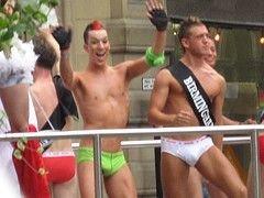 Запрещенный в Москве гей-парад собрал в основном журналистов и зевак