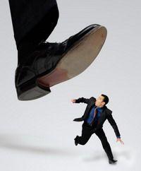 Если хочешь уничтожить или обойти конкурента – дай ему в долг