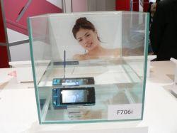 Мобильный телефон Fujitsu F706i может работать под водой