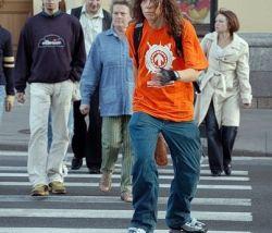 Дорогое топливо превращает водителей в пешеходов