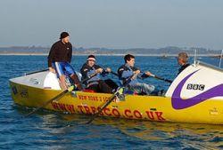 Четверо британцев переплывут океан на шлюпке