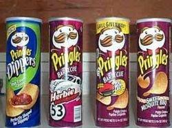 Прах создателя упаковки Pringles похоронили в банке из-под чипсов
