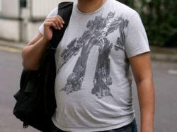 "Пассажиру \""Хитроу\"" пригрозили арестом за футболку с \""Трансформером\"""