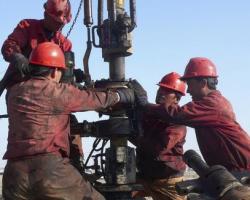 Добыча нефти в России падает вопреки оптимизму чиновников