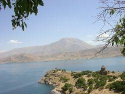 Самое большое содовое озеро мира находится на грани исчезновения