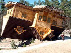 10 домов, преодолевших гравитацию