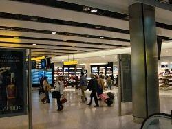 """Главный аэропорт Великобритании назван \""""национальным позором\"""""""