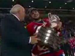 Курьез на вручении кубка по хоккею