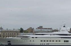 В гавань Петербурга вошла яхта Романа Абрамовича
