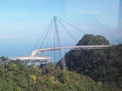 Подвесной мост в Малайзии высотой 685 метров