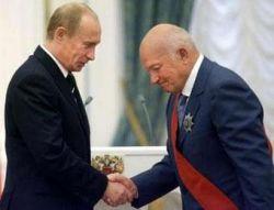 Лужков - Путину: Москвичи живут все богаче