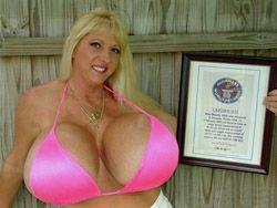 Cамая большая грудь из Книги рекордов Гиннесса - вне закона