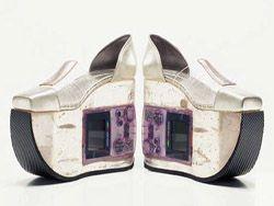 Обувь с игровой приставкой внутри