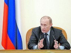 Владимир Путин предостерег министров от неритмичного и «лихорадочного освоения» денег