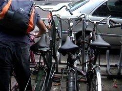 Голландцев научат воровать велосипеды