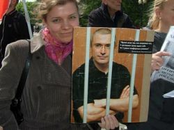 В Москве задержали людей, собиравших подписи в поддержку Ходорковского