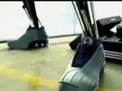 Кроссовки Adidas протестировали на роботах