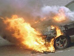 Если машины поджигают - значит, это нужно... Kpeмлю?