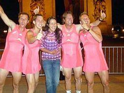 Тренеры Аны Иванович бегали по Франции в женских платьях