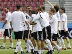 Букмекеры предсказали результаты второго дня Евро-2008