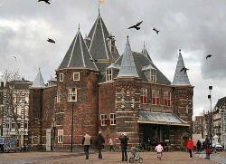 Голландцы жалуются на пьяных русских туристов и их красивых жен