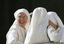 В Хорватии за воспитание детей взялись монахини-роллеры