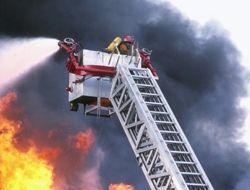 В Москве машины не поджигали, но они горели