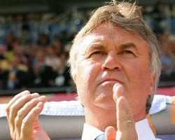 Гуус Хиддинк: выход во второй раунд Евро-2008 будет изумительным результатом