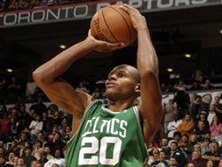 Баскетболист Рэй Ален забросил «трехочковый» не глядя