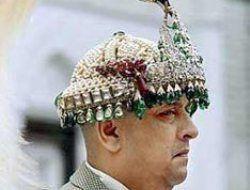 Бывший король Непала согласился расстаться с короной