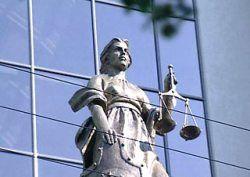 Суд хочет лишить депутатов неприкосновенности. Чиновники возмущаются