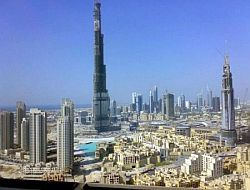 Сдачу самого высокого в мире здания отложили, чтобы сделать его еще выше
