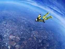 Американец спрыгнул с самолета без парашюта