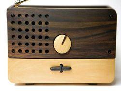 Индонезийский дизайнер создал радио из дерева