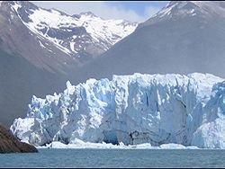 Гигантский ледник в Аргентине начал движение