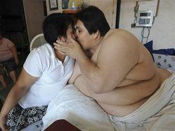 Самый толстый человек в мире представил миру свою избранницу