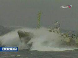 Судно с российскими моряками на борту терпит бедствие у берегов Африки