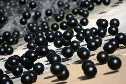 Черные шарики для спасения воды