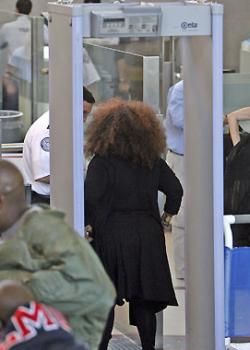 """В аэропортах США установлены сканеры, \""""раздевающие\"""" догола"""