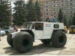 Пенсионер из Тольятти сконструировал огромный вездеход