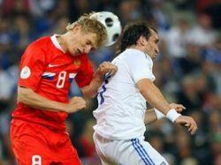Форвард сборной Греции сломал скулу в матче с Россией