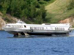 На Амуре сел на мель теплоход с 97 пассажирами на борту