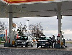 Рост цен на бензин заставляет жителей США заправляться в Мексике