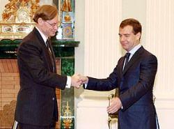 Главный банкир подшутил над  Дмитрием Медведевым